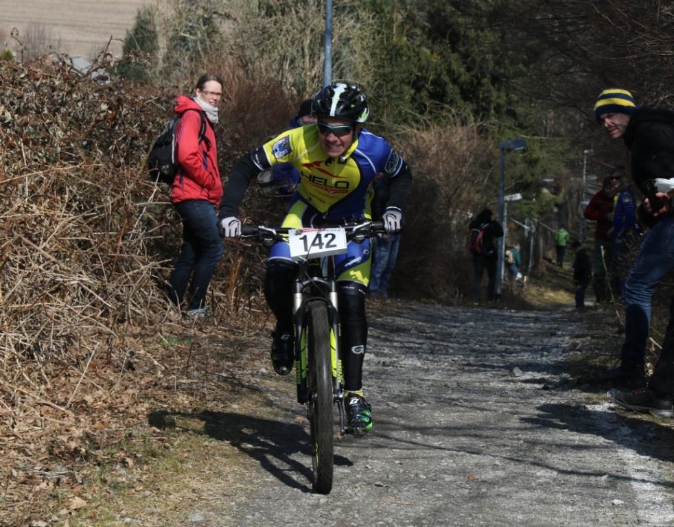 Gestern noch auf dem Rennrad, heute mit den Stollenreifen unterwegs: Fabian Bauer