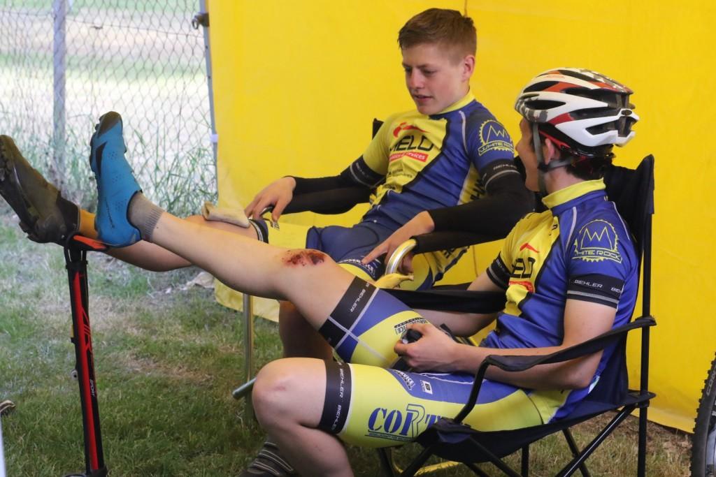 Zwei kaputte Knie: Gregor und Nick